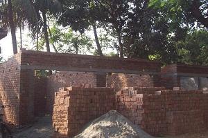 কালীগঞ্জে সরকারি জায়গা দখল করে অবৈধ ভবন নির্মাণ