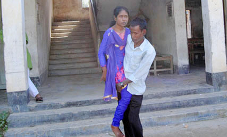 বাবা'র কোলে পরীক্ষা কেন্দ্রে অদম্য নাইছ