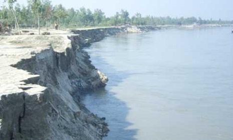 চাঁপাইনবাবগঞ্জে নদীর পাড় ধসে ২ জনের মৃত্যু
