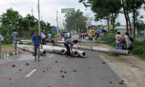 রাঙামাটিতে সড়ক-নৌপথ অবরোধ চলছে