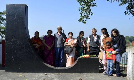 বাবার কবর জিয়ারত করতে পিরোজপুরে মুহম্মদ জাফর ইকবাল