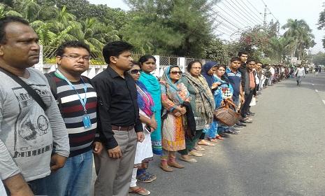 গোপালগঞ্জে ট্রলি চাপায় বিশ্ববিদ্যালয় শিক্ষার্থী নিহত, প্রতিবাদে মানববন্ধন