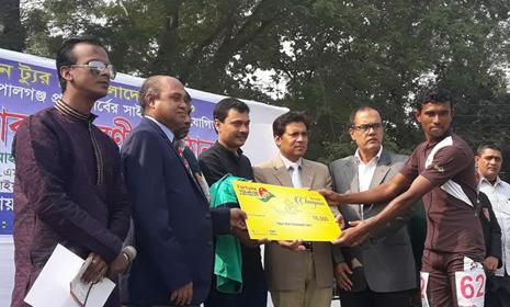 ফরচুন ট্যুর ডি বাংলাদেশ-এর সাইক্লিং প্রতিযোগিতা শুরু