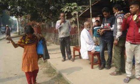 চুয়াডাঙ্গা শহরসহ গ্রামের পথচারী দোকানি পেশাজীবী কারোরই নিস্তার নেই