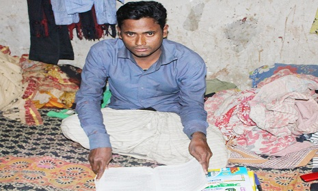 অর্নাস পড়ুয়া রিকশা চালক প্রশান্তের স্বপ্ন শিক্ষক হওয়ার