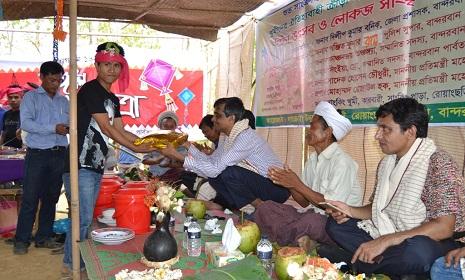বান্দরবানের প্রথম কোন জেলা প্রশাসক দুর্গম খুমি পাড়ার উৎসবে