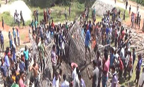 ব্রাহ্মণবাড়িয়ায় নির্মাণাধীন ছাদ ধসে ৪ শ্রমিক নিহত