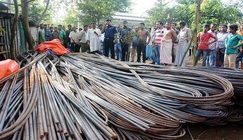 কুমিল্লায় রাতে ১৫ টন রড চুরি, দুপুরে উদ্ধার