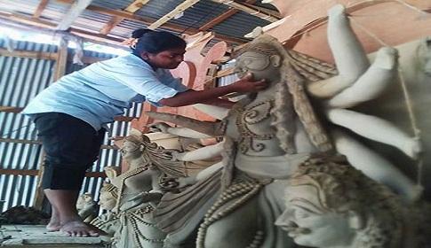 প্রতিমা তৈরীর কাজে মুখরিত সিরাজগঞ্জ পাল পাড়া