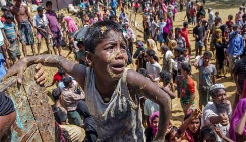 রোহিঙ্গা ক্যাম্পে সেনাবাহিনীর কাজ শুরু