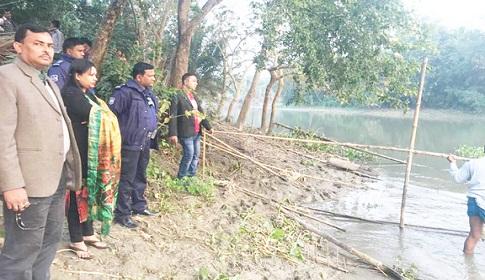 ঝিনাইদহে নদীর ১৩ টি বাঁধ অপসারণ, জাল জব্দ