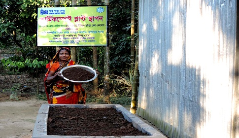 দুর্গাপুরে কেঁচো চাষ করে সফল রোকিয়া বেগম