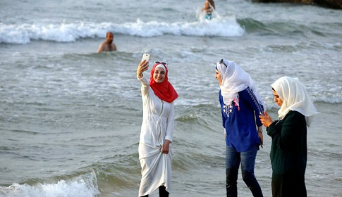 নারী পর্যটক টানতে ভিসা ব্যবস্থা সহজ করলো সৌদি আরব