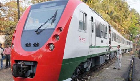 কুমিল্লায় ডেমু ট্রেন-ট্রাক সংঘর্ষে রেল যোগাযোগ বন্ধ
