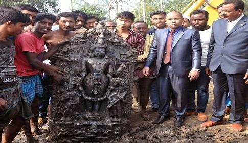শেরপুরে ৪০০ বছরের পূরনো কষ্টি পাথরের নারায়ণ মূর্তি উদ্ধার