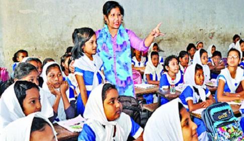 প্রাথমিক বিদ্যালয়ে ৬৩ শতাংশেরও বেশি নারী শিক্ষক