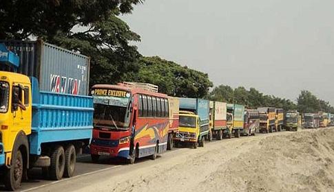 ঢাকা-চট্টগ্রাম মহাসড়কে ৪০ কিঃমিঃ যানজট