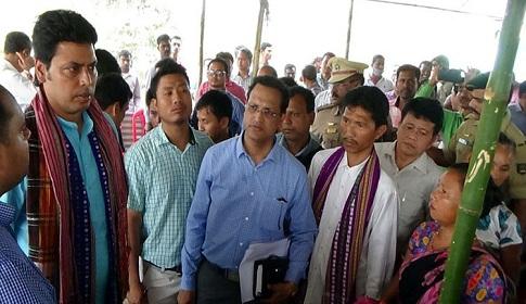 তিন কর্মকর্তাকে বরখাস্ত করলেন বিপ্লব দেব