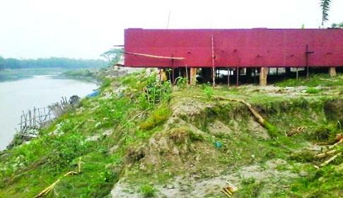 কাপাসিয়ায় শীতলক্ষ্যা নদীর তীর দখল করে কারখানা নির্মাণ