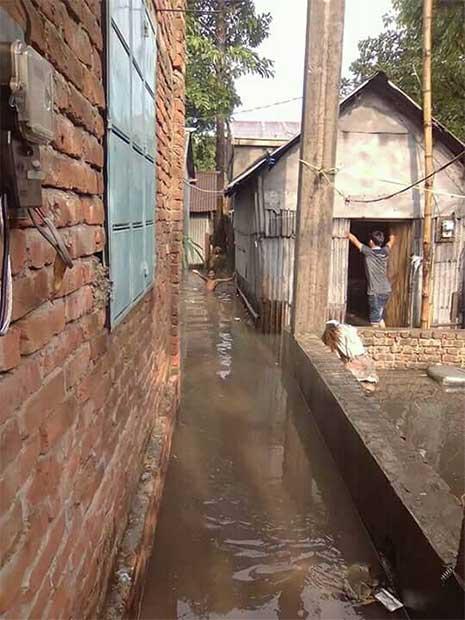 পানিবন্দি নরসিংদীর আনন্দী গ্রাম, বাড়ছে দুর্ভোগ