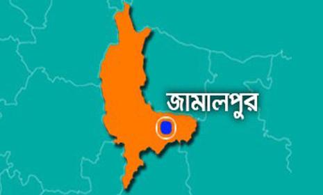 মাদারগঞ্জে মাদকবিরোধী অভিযানে ৩ পুলিশ আহত