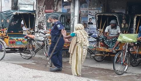 সিরাজগঞ্জে মানবতার বাপ-মা আজও মরেনি