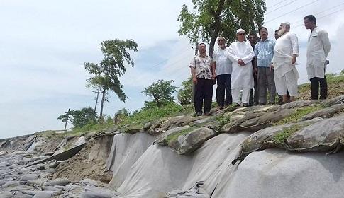 কুয়াকাটার ভাঙন কবলিত এলাকা পরিদর্শণ করেছেন এমপি মাহবুবুর রহমান