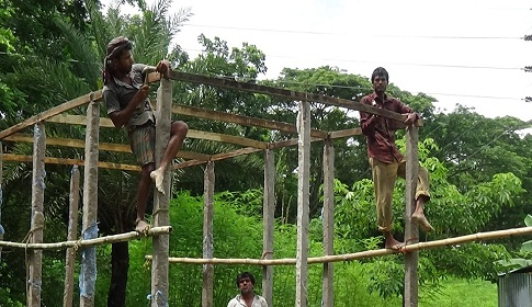 হতদরিদ্রদের গৃহ নির্মাণে সীমাহীন দুর্নীতি, তথ্য সংগ্রহ করতে যাওয়ায় প্রাণ নাশের হুমকি