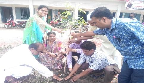 কেন্দুয়া উপজেলা পরিষদ প্রাঙ্গণে গাছের চারা রোপন