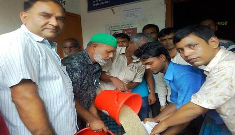 কেন্দুয়ায় ভিজিএফ কর্মসূচি : কমেছে গরিবের সংখ্যা বেড়েছে চালের ওজন