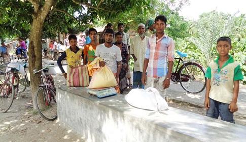 কালিগঞ্জে ভিজিএফ কার্ডের ১৫০ কুইন্টাল চাল আত্মসাতের অভিযোগ