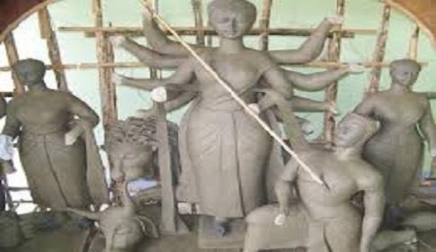 লোহাগড়ায় পুরোদমে চলছে প্রতিমা তৈরি ও মন্ডব নির্মাণের কাজ