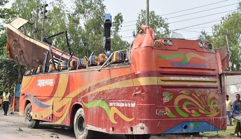 গোবিন্দগঞ্জে যাত্রীবাহি বাস উল্টে অন্তত ১৫ যাত্রী আহত