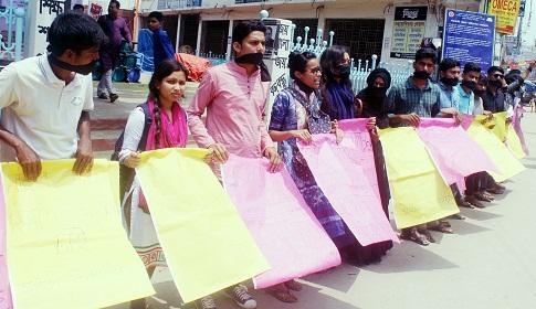 টাঙ্গাইলে নারীদের নিরাপত্তার দাবিতে মানববন্ধন
