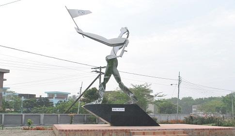 পবিপ্রবিতে স্বাধীনতা ভাস্কর্য 'জয়বাংলা'