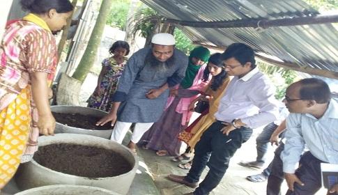 কেন্দুয়ায় কেঁচো সার উৎপাদন করে স্বাবলম্বী হচ্ছেন ৬ গ্রামের কৃষক