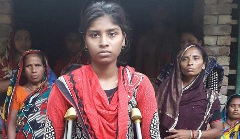 দেবহাটার দলিত স্কুল ছাত্রী আরতী দাস ভালো নেই