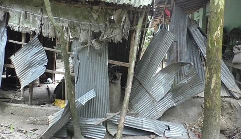 গোবিন্দগঞ্জে দুই পাড়ার সংঘর্ষ : ভাংচুর-লুটপাট, আহত ২৫