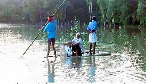 গোবিন্দগঞ্জে বাঁধ ভেঙ্গে নতুন নতুন এলাকা প্লাবিত
