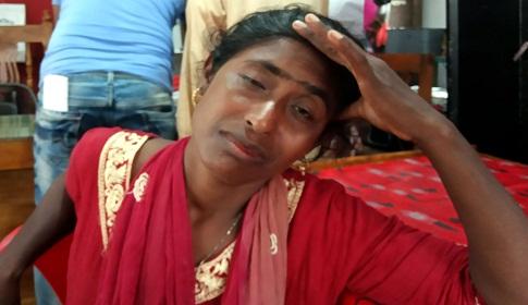 কলাপাড়ায় ছেলে ধরা সন্দেহে নারীকে আটক করে থানায় দিয়েছে গ্রামবাসী