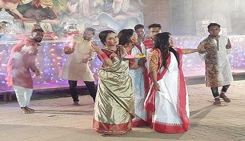 নওমি খানের 'দূর্গা মা' আসছে