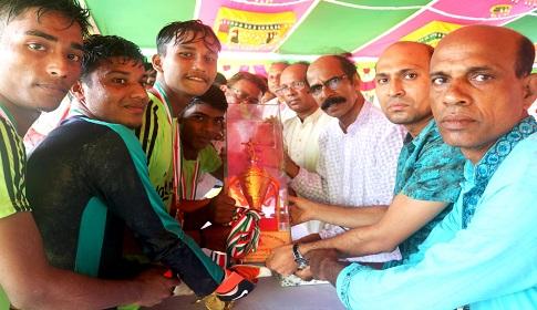 বঙ্গবন্ধু গোল্ডকাপ ফুটবল : বাগধাকে হারিয়ে শিরোপা জিতেছে রাজিহার ইউনিয়ন
