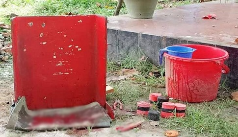বোমা বিস্ফোরণে কব্জি উড়ে গেল র্যাব কর্মকর্তার