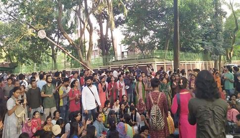 বিশ্ববিদ্যালয় বন্ধের ঘোষণা প্রত্যাখ্যান জাবি শিক্ষার্থীদের