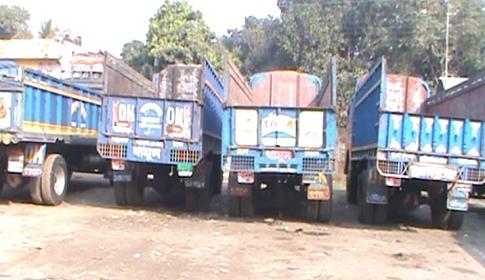 দিনাজপুরে ট্রাক ও কাভার্ডভ্যান ধর্মঘটের চালচিত্র