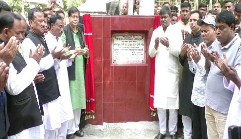 গোবিন্দগঞ্জের নাকাইহাটে সড়ক উন্নয়ন ও কালভার্ট নির্মাণ কাজের উদ্বোধন