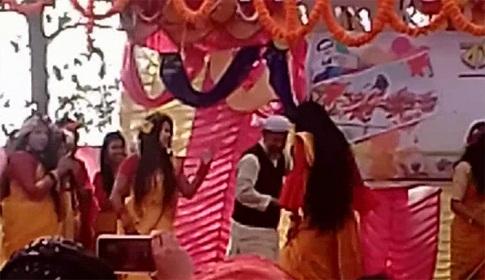কলেজ ছাত্রীদের সঙ্গে অধ্যক্ষ'র উদ্দাম নৃত্যর ভিডিও ভাইরাল
