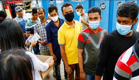 সিঙ্গাপুর থেকে ফেরত আসার শঙ্কায় বাংলাদেশি শ্রমিকরা