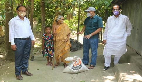 আলৈঝাড়ায় কর্মহীন দুঃস্থদের সরকারের সাথে এমপি হাসানাতের খাদ্য সহায়তা