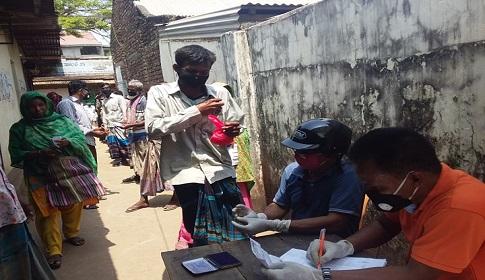 কেন্দুয়ায় ১০ টাকা কেজি মূল্যে ওএমএসের চাল বিক্রি শুরু